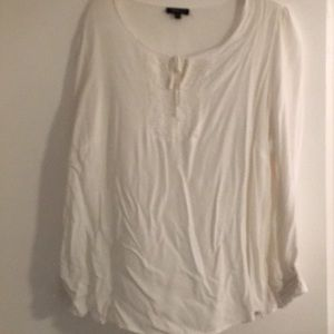 White tie front top. SZ 1X Spense Woman